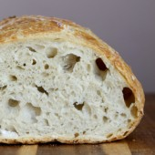 Easy homemade crusty no knead bread recipe from @bakedbyrachel